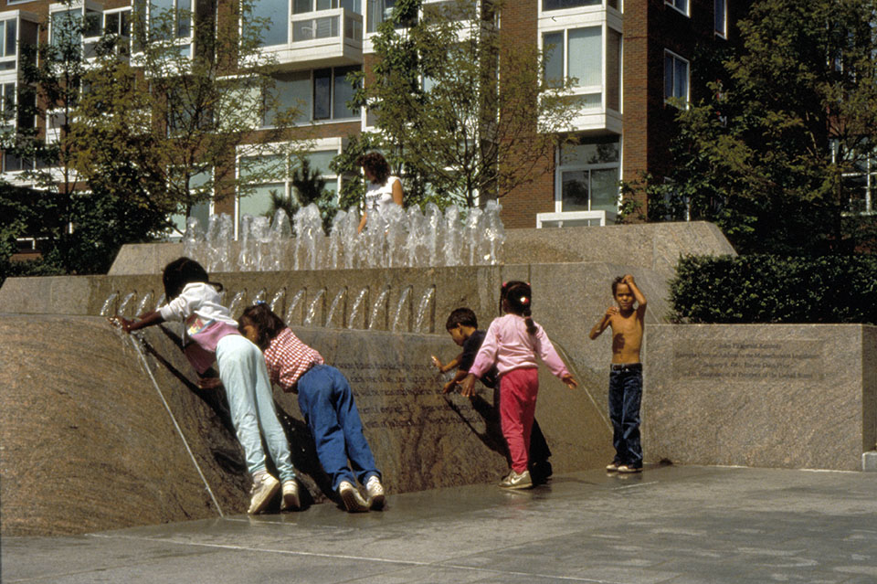 jfk park fountain kids